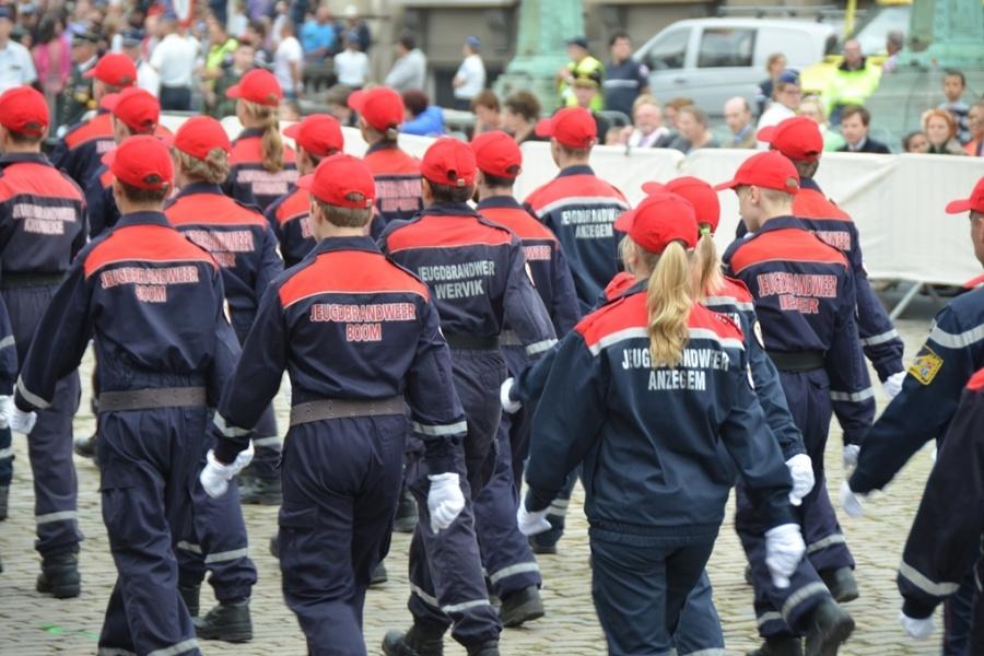 Het burgerlijk défilé: de jeugdbrandweer